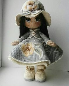 Willow et coin coin Patroon Poupeesaucrochet op Etsy - Salvabrani This post was discovered by Ba Crochet pattern for doll IDA p Crochet Doll Pattern, Crochet Patterns Amigurumi, Amigurumi Doll, Cute Crochet, Crochet Crafts, Crochet Projects, Knitted Dolls, Crochet Dolls, Crochet Mignon