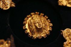 【画像あり】ブルガリアにて、「アレクサンドル大王の黄金の秘宝」が発見