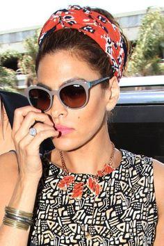 O lenço é tendência para o verão 2016. Confira no Moda que Rima.