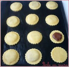 Shortbread cookies filled with chocolate - Desserts - Bu Vizyon Desserts With Biscuits, No Cook Desserts, Galletas Cookies, Shortbread Cookies, Cookies Fourrés, Baking Recipes, Cookie Recipes, Dessert Recipes, Biscuit Cookies