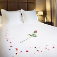 Come decorare la camera da letto per una notte romantica