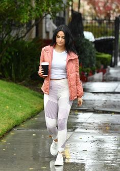Sunday Style Inspo by Camilla Mendes I love the all white and the pop or coral i. by Women Camila Mendes Style, Camila Mendes Veronica Lodge, Camila Mendes Riverdale, Riverdale Veronica, Camilla Mendes, Maroon Leggings, Riverdale Cast, Hommes Sexy, Celebrity Outfits