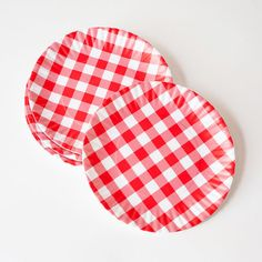 These are so cute and homey, aren't they? And so versatile... you could use them when dining al fresco, with a nautical themed table, a farm-style buffet... the ideas are endless! Gingham Melamine Plates - Set of 4 -- $19.99 | dotandbo.com