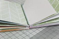 DIY Minialbum mit Gummibandbindung | Anleitung von Melanie Hoch mit dem #dpJulikit15 für www.danipeuss.de #scrapbooking #minibook #tutorial #danipeuss