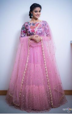 New dress skirt indian Ideas Nouvelle robe jupe indienne Ideas Lehenga Designs, Half Saree Designs, Saree Blouse Designs, Long Gown Dress, Lehnga Dress, Gaun Dress, Hot Dress, Dress Skirt, Indian Lehenga