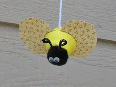 cutie craft egg carton, egg crafts, craft craftsformyselfthekid, bee craft, bug, recycled crafts, cuti craft, spring crafts, rainy day crafts