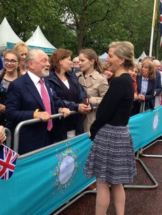 Emily Andrews (@byEmilyAndrews) on Twitter: Patron's Lunch in Honor of Queen Elizabeth's 90th Birthday, June 12, 2016-Countess of Wessex, in Alaia, chats with Sir David Jason in the crowd