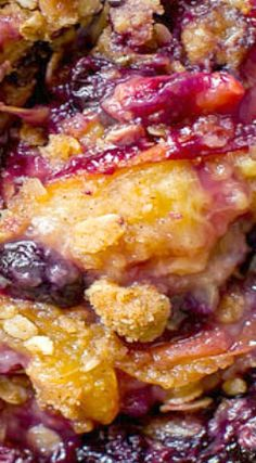 Take fruit crisp to the next level by browning the butter and using a brown sugar cinnamon streusel. Brown butter blueberry peach crisp is a new favorite! Peach Blueberry Cobbler, Fruit Cobbler, Blueberry Desserts, Fruit Recipes, Desert Recipes, Sweet Recipes, Cooking Recipes, Candy Recipes, Great Desserts