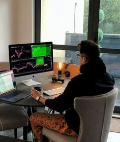 Trading binary options is the only way you can gain financial freedom. Millionaire Lifestyle, Luxor, Business Women, Online Business, Make Money Online, How To Make Money, Finance, Management Styles, Make Millions