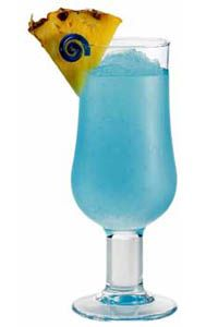 Blue Hawaiian Ingredients: - 1 oz Light Rum - 1 oz Blue Curacao - 2 oz Pineapple Juice - 1 oz Cream of Coconut - 1 cup ice - Garnish: Cherry, Pineapple - Glassware: Highball Glass Mix all the ingredients with 1 cup ice in a blender at high spe Hpnotiq Drinks, Juice Drinks, Drinks Alcohol Recipes, Fun Drinks, Alcoholic Drinks, Cocktail Recipes, Chocolate Martini, Decadent Chocolate, Straight Tequila Night