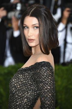 Most Hottest and Sexiest Long Bob Haircuts. Long Bobs or Lobs are unofficially the cut of the season. It flatters all the face cuts and hair types Asymmetrical Bob Haircuts, Long Bob Haircuts, Straight Hairstyles, Pixie Haircuts, Layered Haircuts, Long Bobs, Celebrity Hairstyles, Hairstyles Haircuts, Ladies Hairstyles