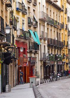 Calle de la Cava Baja: medieval zone with lots of tapas bars