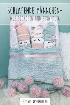DIY birth gift - sleeping romper males with the sleeping males . - DIY birth gift – sleeping rompers males With the sleeping males from small baby socks and rompers - Diy Christmas Gifts For Boyfriend, Diy Gifts For Girlfriend, Diy Gifts For Dad, Diy Baby Gifts, Diy Gifts For Friends, Christmas Diy, Diy Birthday, Birthday Gifts, Diy Cadeau