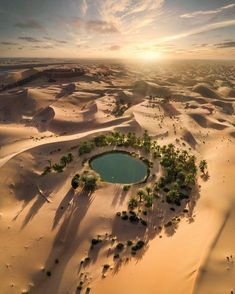 Oasis near Al Ain Abu Dhabi Fast Crazy Nature Deals. Abu Dhabi, Beautiful World, Beautiful Places, Deserts Of The World, Desert Oasis, Dubai City, Luxor, Beautiful Landscapes, Airplane View
