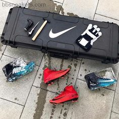 This was nice #Nike #nikefootball #mercurial #superfly #fire #ice #package #football #boots #soccer #fussball #fussballschuhe #cleats #wm #worldcup #russia #russland #worldcup2018! Welcome to our online store www.bbsneakers.com click link in our bio #bbsoccershoes #cr7newsoccershoes2018 ##adidasneoadvantage