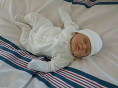 This reborn may be a great gift option for someone wishing to start their reborn doll collection.  He/She is 18 Inches and weighs 4lb.  It's up to you to decide if you think the baby should be a boy or girl. This reborn was made in a small homespun factory in Spain and is part of the Saxon Reborn collection.  He/She comes with a nappy, dummy, birth cert and scan photo.  Find out more HERE. Baby Alive Food, Realistic Dolls, Reborn Baby Dolls, Baby Boy Newborn, Xmas Gifts, Educational Toys, Girl Birthday, Boy Or Girl, Baby Shower