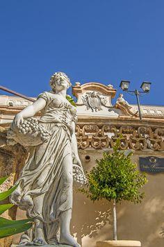 """Bagheria - Villa Ramacca - eine der wunderschönen Barockvillen. Die """"Stadt der Villen"""" hat noch mehr solcher Prachbauten zu bieten, die schon Goethe auf seiner """"Italienischen Reise"""" beeindruckt haben. Schaut mal hier: https://www.trip-tipp.com/sizilien/reise/urlaubsziele/bagheria.htm"""