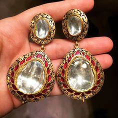 Magnificent traditional indian uncut diamond and gold earrings from jewels by Rakesh Khanna!! #taditionalpolkiearrings#uncutdiamonds#jaipurstyle#classic#elegant#jewelsbyrakeshkhanna.