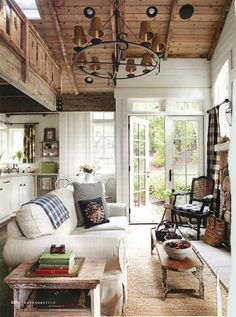 40 Cozy Living Room Decorating Ideas Rustic Cottage / This is a dead end but I Love this room and wanted to capture it for later viewing. The post 40 Cozy Living Room Decorating Ideas appeared first on House ideas. Style Cottage, Cozy Cottage, Cozy House, Lake Cottage, Mountain Cottage, Cozy Cabin, Cottage Ideas, Backyard Cottage, Guest Cabin