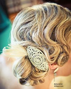 Adding a vintage hair piece completely changes the look.   #Vintage #weddinghair
