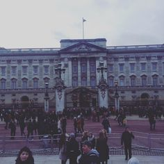 Yesterday's walk with Clara and her friend from Paris brought us in front of Buckingham Palace  #parisian#londoner#french#frenchboy#british#britishboy#gay#gayboy#instaboy#london#england#uk#buckinghampalace#palace#royal#royalty#instagood#instalove#love#life by alexclondon