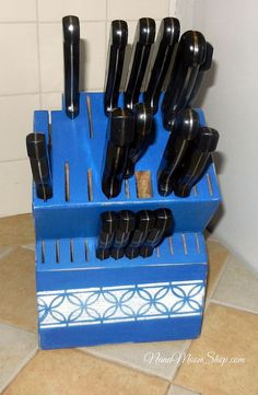 Painted and stencilled knife block adds color to my kitchen