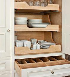 Drawer storage for vertical cupboard