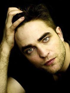 Rob, a mão, o cabelo e o OLHAR! Precisa de mais alguma coisa?