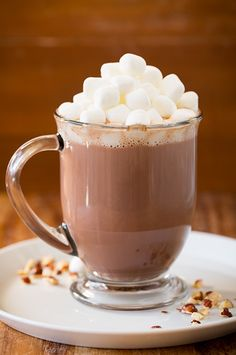 From hot chocolate, to pumpkin spice latte, ginger latte or chai tea, you've got a lot of hot winter drinks to choose from, they're delicious Yummy Drinks, Yummy Food, Delicious Desserts, Pan Relleno, Hot Chocolate Recipes, Cocoa Recipes, Chocolate Hazelnut, Chocolate Coffee, Chocolate Lovers