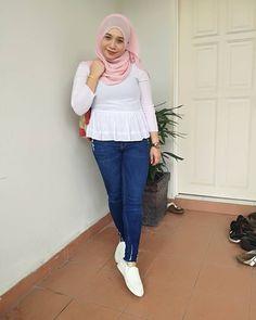 hijaber goal #muslimahistimewa Muslim Fashion, Hijab Fashion, Hijab Jeans, Hijab Tutorial, Hijab Outfit, Goal, Sexy, Outfits, Style
