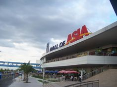Mall of Asia..4th biggest mall in the world.