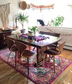 Sara of Sadies Lovely Life Carpet Dining Room, Kitchen Dining, Dining Table, 1st Apartment, Dining Furniture, Sweet Home, New Homes, Room Decor, Interior Design
