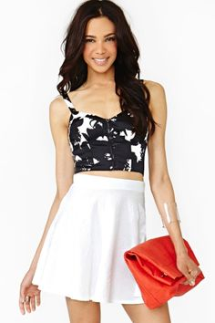 Black white print bustier top with white flounce skirt Bustiers, Skirt Outfits, Cute Outfits, Outfits For Teens, Summer Outfits, Only Fashion, Womens Fashion, Latest Fashion, Grunge