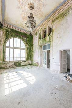 (Crédits image : Romain Veillon, DR) Casino abandonné de Constanta.