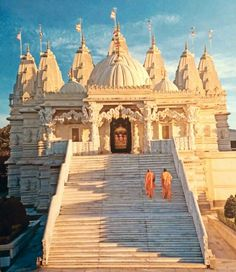 Swaminarayan Hindu Mandir (Temple), London, U.K. The Mandir is a traditional place of Hindu worship designed and constructed entirely according to ancient Vedic Hindu architectural texts – using no structural steel whatsoever. It was built by 3000 volunteers using 5000 tonnes of Indian and Italian Marble- See more at: http://londonmandir.baps.org