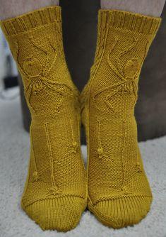 Crochet Socks, Knitting Socks, Free Knitting, Knit Crochet, Knitted Slippers, Crochet Granny, Cable Knit Socks, Kids Knitting, Fingerless Mittens