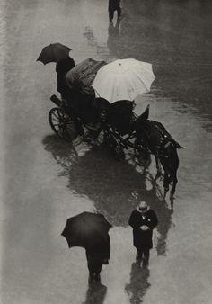 Martin Munkacsi: Palermo Procession (Sicily), 1927.