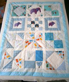 couverture bebe / plaid patchwork bleu/blanc entierement fait main : Textiles et tapis par patchworks-de-laura