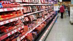 Ruoka, jota ei osta kukaan – miljoonien kilojen hävikki on kasvavan valikoiman kääntöpuoli Kauppojen valikoimat ovat kolminkertaistuneet kahdessa vuosikymmenessä. Kauppias sietää suurenkin hävikin, jos sillä saa pidettyä asiakkaat tyytyväisenä.