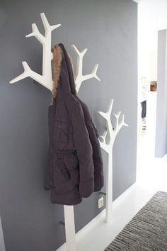 Den Flur gestalten Sie mit Hilfe einer stilvoller Garderobe