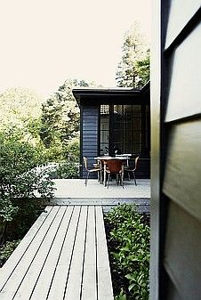 forest house - black & wood - love!