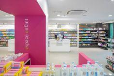 Espace enfants avec télévision. Pharmacie Aven Belon.