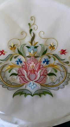 Marvelous Crewel Embroidery Long Short Soft Shading In Colors Ideas. Enchanting Crewel Embroidery Long Short Soft Shading In Colors Ideas. Jacobean Embroidery, Hand Embroidery Designs, Ribbon Embroidery, Beaded Embroidery, Embroidery Stitches, Embroidery Patterns, Brazilian Embroidery, Satin Stitch, Fabric Art