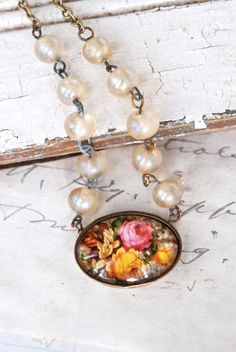 Bed of roses.vintage style shabby chic necklace.