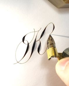 Letter K ♥ copperplate calligraphy Calligraphy Video, Calligraphy Tutorial, Calligraphy Drawing, Copperplate Calligraphy, Calligraphy Words, Calligraphy Practice, Calligraphy Handwriting, Penmanship, Modern Calligraphy