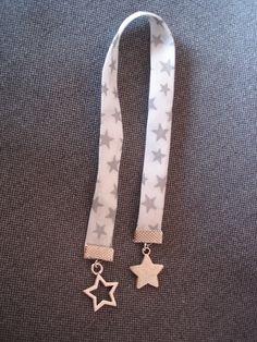 Marque pages ruban blanc liberty et étoiles argentées : Marque-pages par plumecreative