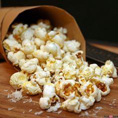 Langweilig war gestern! Popcorn ist nicht nur kalorienarm sondern auch wandelbar. Keine Ideen? Wie wäre es zum Beispiel mit Parmesan & Gewürzsalz? Das Rezept findest du heute im Blog! #popcorn #lowfat #foodgasm #foodpic #instafood #foodies #foodie #foodshot #foodstagram #instafood #photooftheday #picoftheday #testesser #graz #steiermark #austria #igersgraz #grazblogger #blogger_at #instagraz