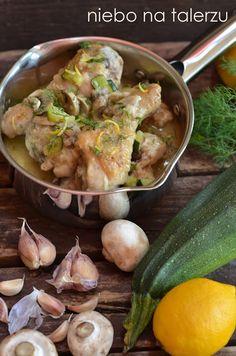 Kurczak w cytrynowym sosie. Łatwy kurczak z cukinią i pieczarkami