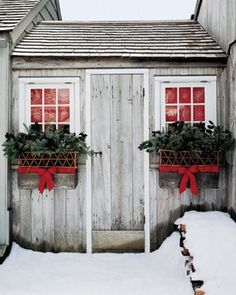 PHOTO INSPIRATION Lattice-Fence and Evergreen Window Boxes Lattice-weave baskets tied with red ribbons overflow with evergreen boughs and holly branches. How to Make the Lattice-Fence and Evergreen Window Boxes Christmas Window Boxes, Noel Christmas, Country Christmas, Outdoor Christmas, All Things Christmas, Winter Christmas, Beach Christmas, Cottage Christmas, Simple Christmas
