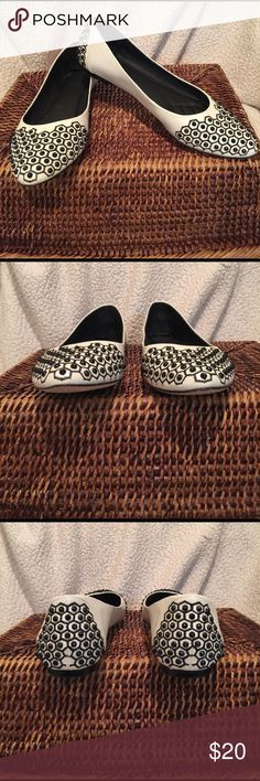 VINCE CAMUTO FLATS - MINT VINCE CAMUTO OFF WHITE FLATS WITH BLACK RHINESTONE STUDS. PADDED AT THE BALL OF THE FOOT. MINT CONDITION. BOX SAYS SIZE 8, HOWEVER THEY RUN BIG. I WOULD SAY 8.5B. Vince Camuto Shoes Flats & Loafers